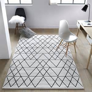 les 25 meilleures id 233 es concernant tapis noir et blanc sur