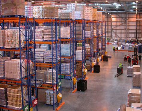 beleuchtung lagerhalle produktionshallen lagerhallen led leuchten f 252 r die