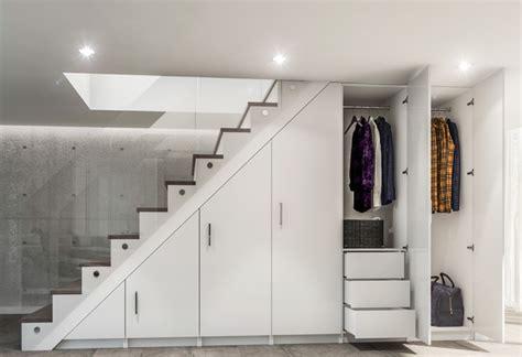 Armoire Sous Escalier by Dressing Sous Escalier Pour Exploiter L Espace Perdu Et