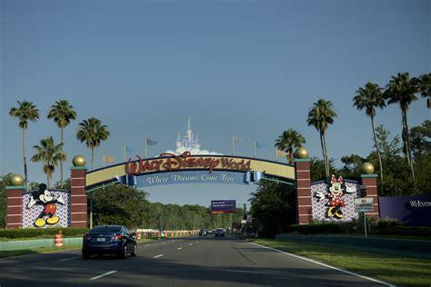florida theme parks disney to post alligator warning signs after boy s death