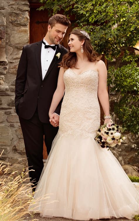 size fit  flare wedding dress  tulle skirt