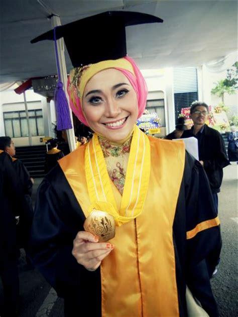 Make Up Wisuda Bandung jasa rias wisuda bandung jasa make up wisuda bandung by