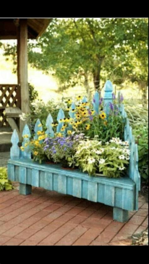 picket fence planters diy projects