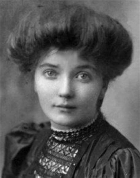 list of womens hairstyles from the 1900s low pompadour hairstyle for quot everyday wear quot in the early