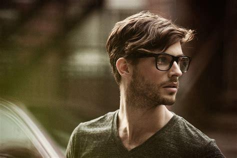 Kacamata Gambar 10 alasan kenapa cewek selalu jatuh hati pada cowok yang