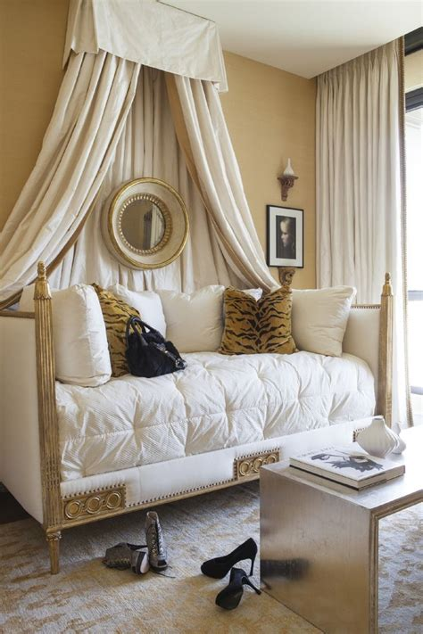 rooms to go bedding 17 best ideas about daybed bedding on daybed room spare bedroom ideas and daybed
