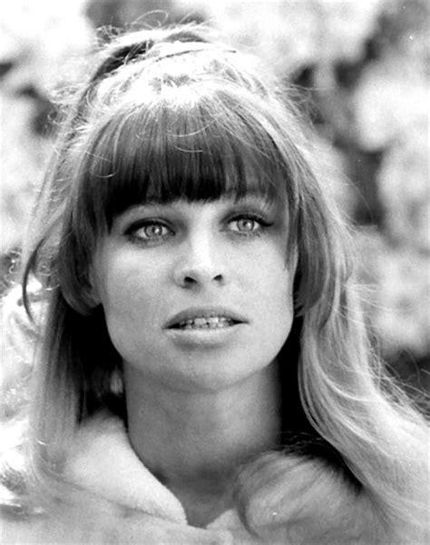 hairdo in 1969 hair style vintage 60s 70s girls women hairdo 1960