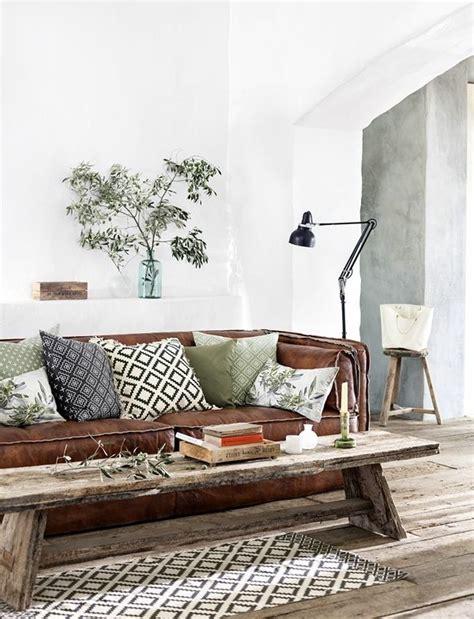 was passt zu braunem sofa sofakissen peppen nicht nur das sofa sondern auch den