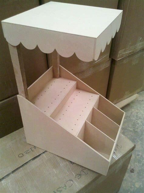 muebles de madera en crudo
