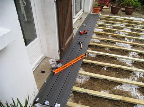 terrasse quer oder längs poser une terrasse composite sur lambourdes et plots