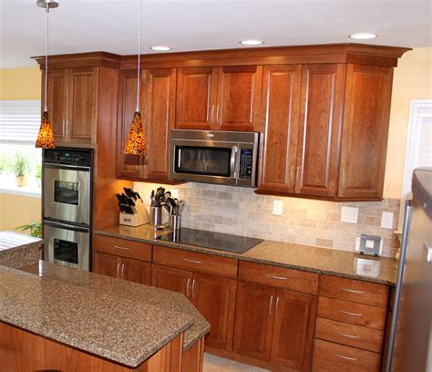 craft made kitchen cabinets kraftmaid cabinets northfield cherry sunset