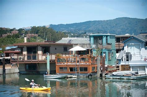 airbnb houseboats 17 images about houseboats on airbnb on pinterest