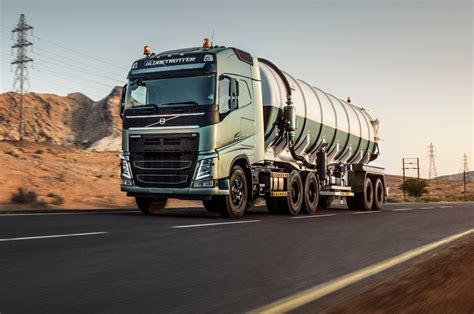 geely buys  percent stake  volvo truck company motor trend