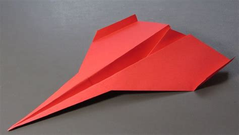 How To Make The Farthest Paper Airplane - paper airplanes how to make a paper airplane that flies