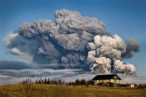 eyjafjallajokull eruption  iceland   crazy