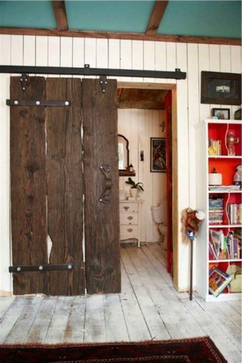 Attrayant porte de chambre design #1: porte-coulissante-galandage-sol-et-mur-en-planchers-plafond-bleu-tapis-sur-le-sol-en-bois.jpg