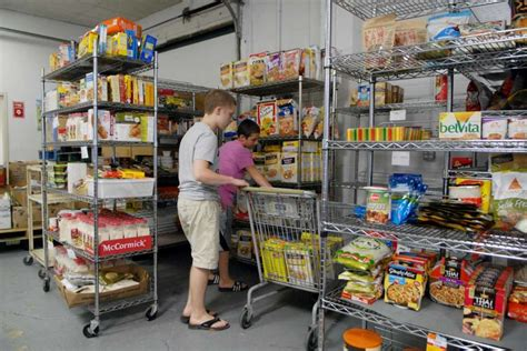 Food Pantry Ct by Food Bank And Volunteers Keep Hunger At Bay Connecticut Post