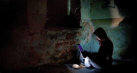 por  las mujeres hackers son invisibles tecnologia