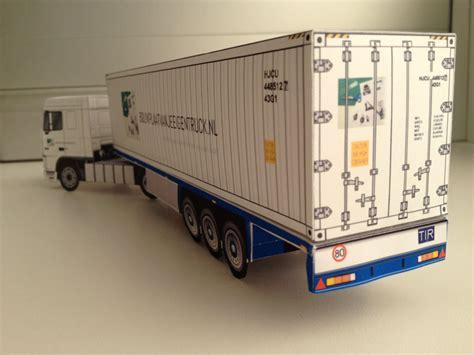 bouwplaat van trailer met  bouwplaatvanjeeigentrucknl container