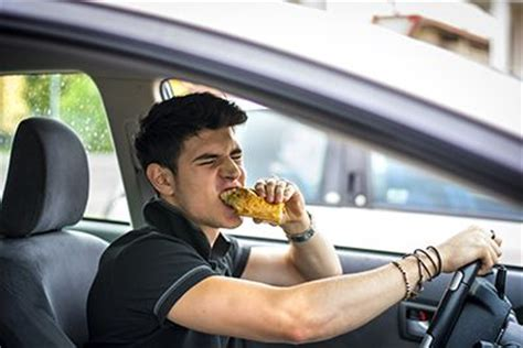 food related car accidents dangers of eating and driving
