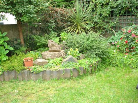 Recycled Garden Edging Ideas More Garden Edging 9 Creative Ideas Roof Tiles And Garden Edging