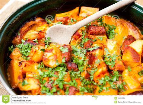 cuisine roumaine viande et pommes de terre images stock
