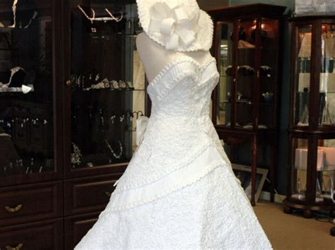 How To Make A Dress Out Of Paper - the it wedding dress is made of toilet paper yes