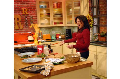 FAMOUS KITCHENS ? Get the Look: Rachel Ray ? TV Chef?s Edition