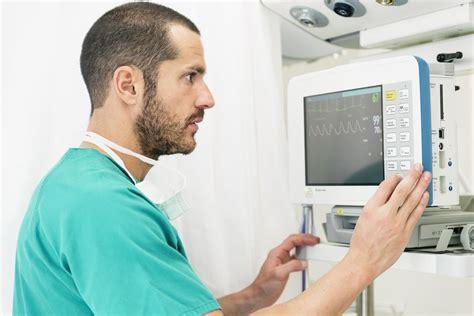 how does it take to become an ekg technician