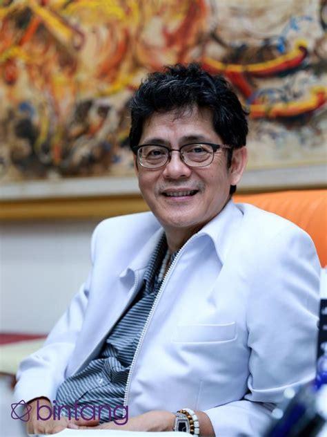 Pesanan Khusus Adrian editor says artis dan perihal kematian bintang