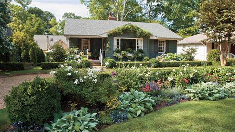 small yard living and landscaping 10 best landscaping ideas southern living