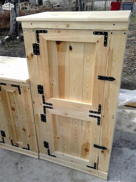 Pallet Cabinet by Best 25 Pallet Cabinet Ideas On