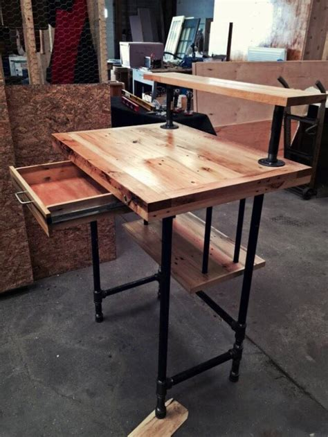 reclaimed wood pallet desk pallet ideas recycled