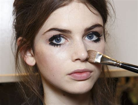 Eyeshadow Yang Sering Dipakai Artis kesalahan makeup yang sering terjadi