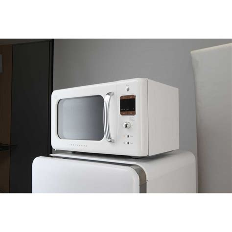 daewoo retro microwave oven 0 7 cu ft creme white 700w