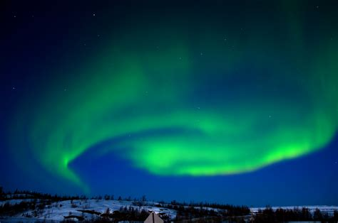 aurora borealis northern lights tonight picturesque particle collisions auroras explained