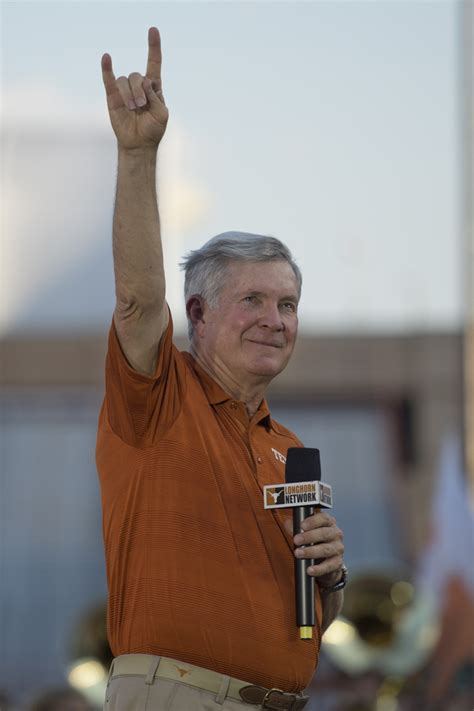 Mba Football Coach by The Big Yell 5 Ut Traditions Freshmen Should The