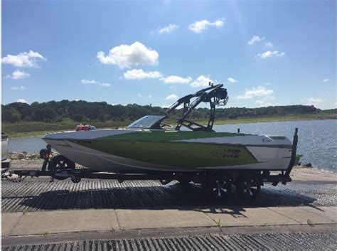boat dealers des moines boats for sale in des moines iowa