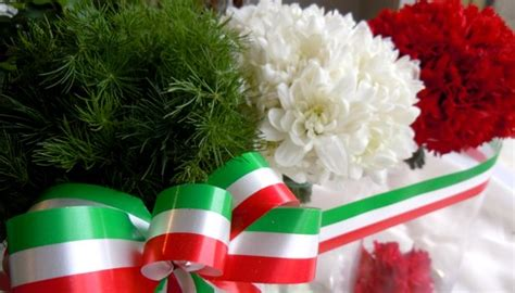 fiori italia composizione tricolore fiori e foglie