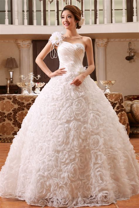 Online Shopping For Home Decor In India by Buy Gorgeous Floral White Wedding Gown Online Gowns