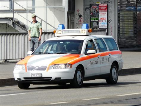 polizeifahrzeuge schweiz  fahrzeugbilderde