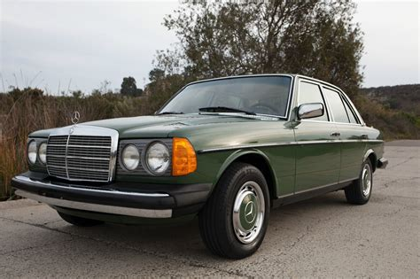 how petrol cars work 1977 mercedes benz w123 lane departure warning 1977 mercedes benz 300d looks fantastic seller claims it only has 41k miles carscoops