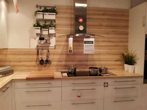 Beautiful wood grain splashback. Worktop used as