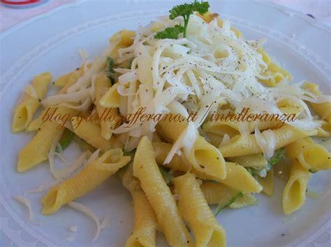 preparazione test lattosio pasta con scalogno e zucchine latte di mandorla