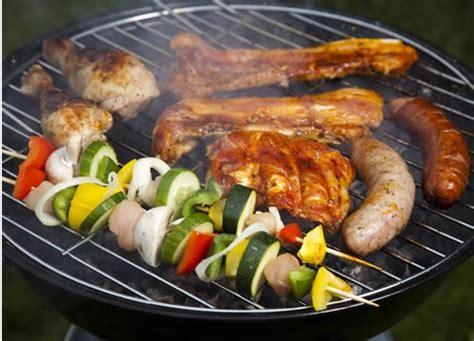 cucinare alla griglia barbecue cuocere alla griglia tecniche di cottura cuocere alla