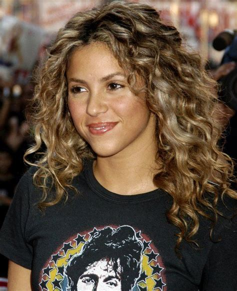 shakira hair color shakira curly hairstyle au naturale