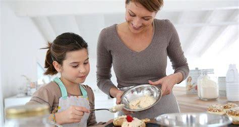 mama e hija cocinando men 250 del d 237 a de la madre cocina para tus hijos bekia padres