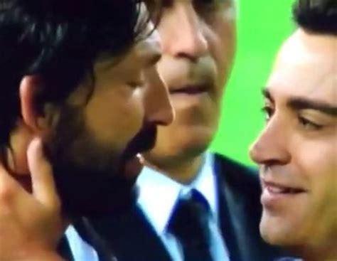 imagenes de liga llorando pirlo i xavi piękna scena z udziałem dw 243 ch piłkarskich