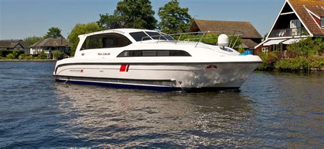 yacht boat hire uk waterways holidays news waterways holidays boat hire and