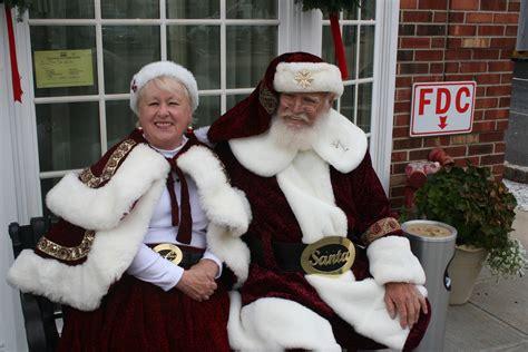 santa mrs claus santa and mrs claus visit westfield on black friday